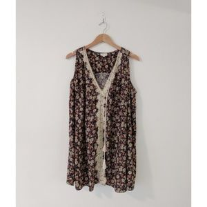 POL Embroidered Floral Tunic Top